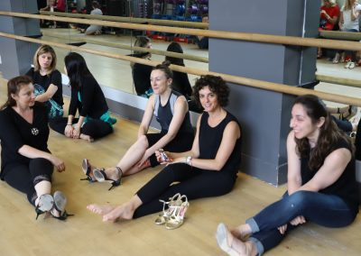 tango classmates resting during class