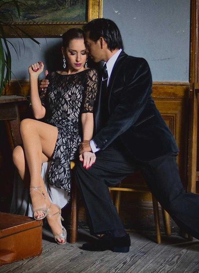 tango dancers in vintage setting