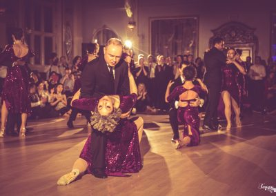 tango dancer in backbend during show