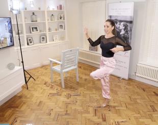 Kim explaining Tango Balance